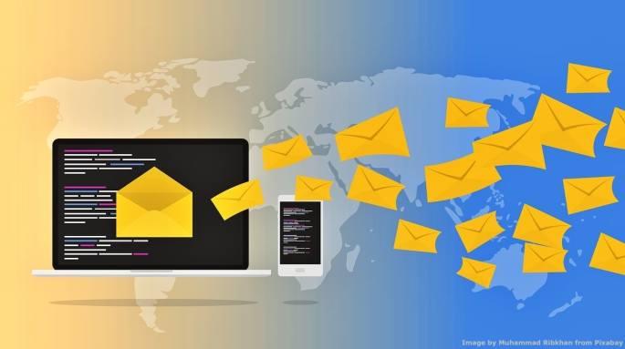 L'email tradizionale – ovvero non criptata end-to-end - e' un rischio per la sicurezza informatica aziendale. Il progetto Societa' 5.0 cerca di ridurre al massimo l'informazione carpibile dalle emails, perche' oltre ai segreti industriali e business possono contenere informazione preziosa per hackers e simili