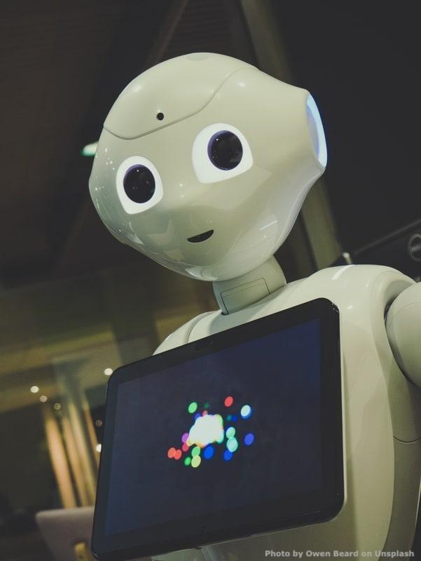 Gli sviluppi di Societa' 5.0 saranno sempre piu' rapidi. D'altronde, stiamo entrando nell'era dei robots e dell'intelligenza artificiale: chi non accelera restera' indietro